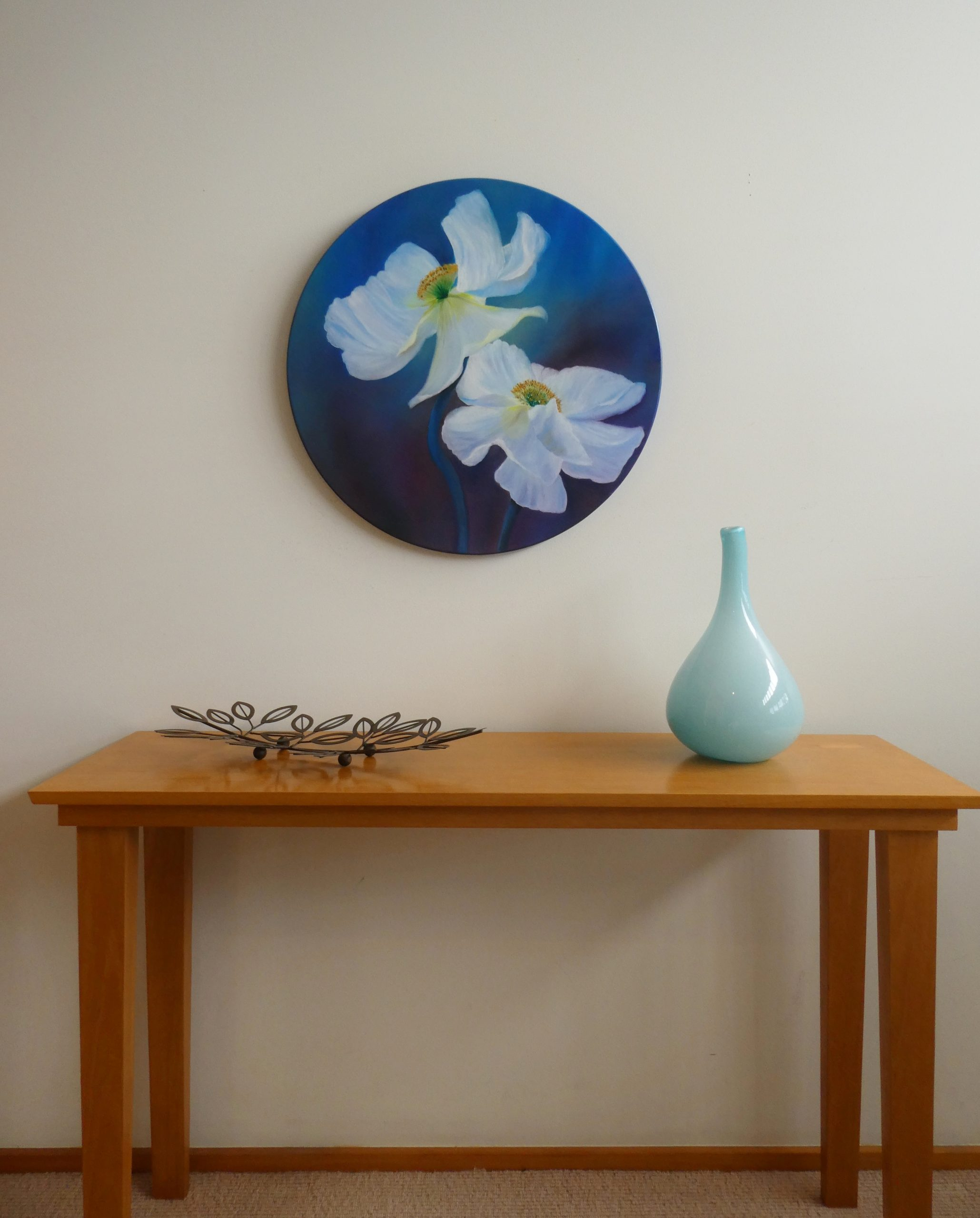 Circular Painting of white flowers